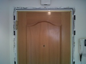 lacado perfil cerco puerta entrada blanco