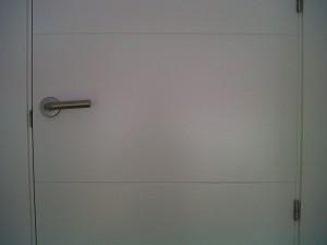 detalle puertas herrajes inox