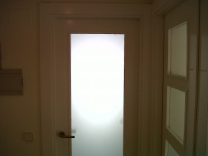puerta vidriera lacada blanco en cocina cristal mate