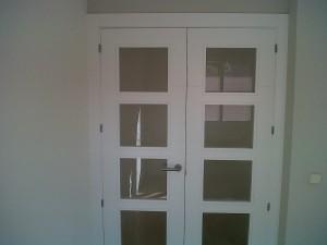 puerta doble vidriera v4 en salón detalle