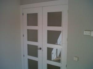 detalle puerta vidriera v4 lacada en salón 2