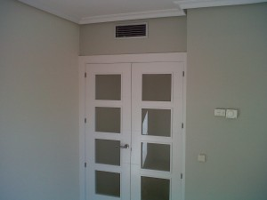 detalle puerta vidriera v4 lacada en salón 3