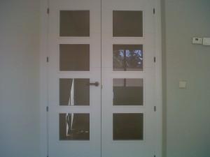 detalle puerta vidriera v4 lacada en salón 4