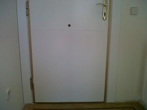 panelado puerta entrada blindada lacado blanco herrajes dorados