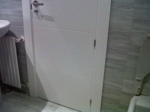 interior baño puerta 2
