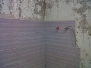 inicio alicatado paredes baño