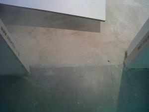 detalle suelo porcelanico cocina y entrada a salón