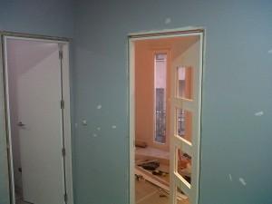 instalación puertas lacadas y repasos pintura paredes