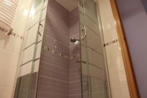 baño reformado mampara ducha cristal