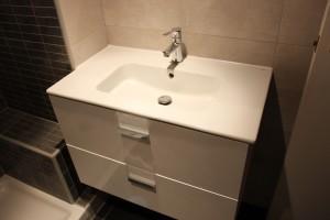 mueble de baño y grifería
