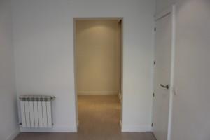habitación reformada  zona de paso entre habitación y vestidor