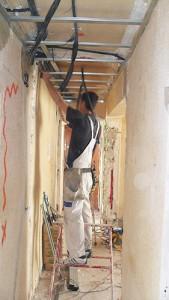 instalación falso techo pladur en pasillo e instalación iluminación led